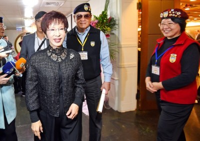 Chinese Nationalist Party (KMT) Chairwoman Hung Hsiu-chu, left, arrives at a meeting of the Retired Generals' Social Services Association in Taipei yesterday. Photo: Liu Hsin-de, Taipei Times