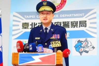 Taipei City Police Commander Chiang Tsu-pei speaks at a news conference yesterday in Taipei in response to criticism of the police from Council of Hakka Affairs Minister Lee Yung-te. Photo: CNA