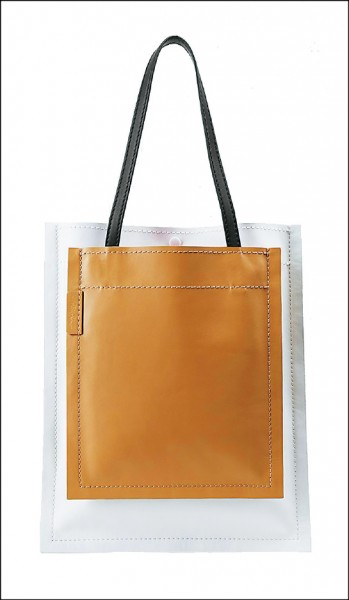3.1 Phillip Lim Slim Accordion Tote,19,000元。