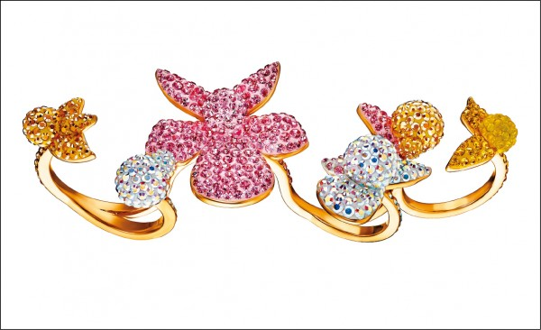Swarovski春夏Light Orchid指間戒,14,900元。
