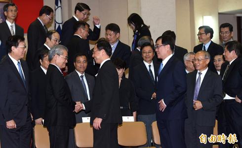 毛接閣揆閣員多留任 被批「哪門子改革」