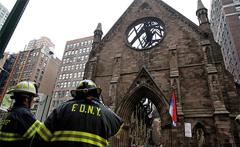 紐約地標大火 百年教堂燒光