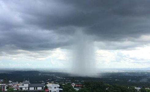 屏東出現 「雨瀑」奇景