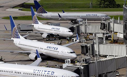 聯航改革承諾 提高下機賠償
