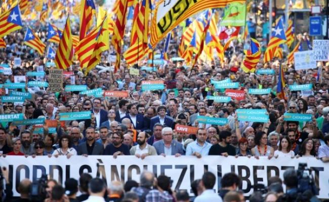 加獨爭議升溫 45萬人上街示威