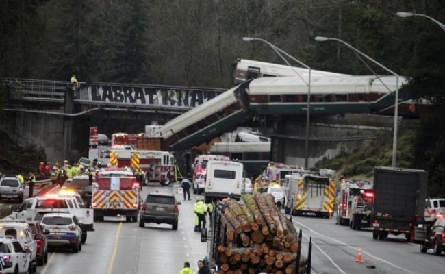 美國火車重大意外 多人死亡至少77傷