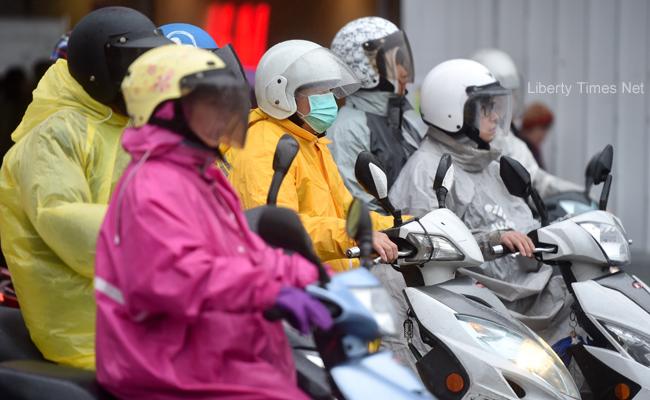 新北基宜大雨特報 今各地有短暫雨