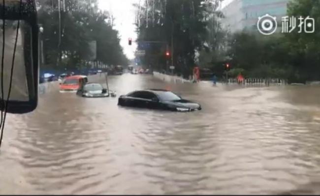 淹大水、航班停飛 北京暴雨慘況曝光
