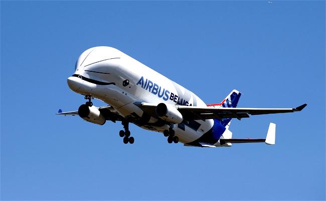 空巴運輸機「超級大白鯨」首度升空