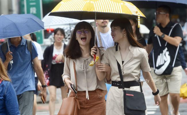 中南部上午恐有大雨 各地防午後雨