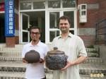 駐校藝術家回饋 手創陶藝作品贈校方