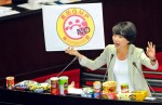 《TAIPEI TIMES 焦點》 Lawmakers attack Cabinet over food oil scandal