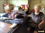 顧癱女50年 76歲媽一手包辦