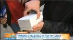 樂極生悲! 拿iPhone 6興奮開箱 手機卻重摔落地