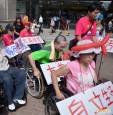 無障礙難行 輪椅族抗議