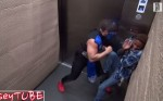 電梯內蒙面人揮拳 民眾驚嚇反應全都錄