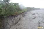 台東市利嘉溪土堤嚴重沖刷 恐威脅民宅