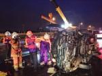 廂型車國道翻覆 1人無生命跡象、5人受傷