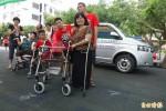 追念早逝獨生女 母親捐車助憨兒化大愛