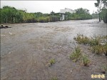 灌溉渠不清淤 遇雨淹居民怒