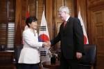 耗時十年 加韓簽下FTA