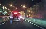 新北勇警 夜半時分助年輕夫妻推拋錨車