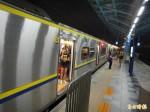 男子跳軌失生命跡象 板橋浮洲站恢復通車