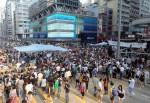 香港佔中群眾 遭不明人士從高處砸雞蛋