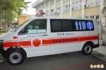 省下母親喪葬費 吳樹城父子捐救護車