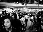 黃貫中領唱海闊天空 港民激昂封香港國歌