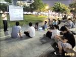 聲援香港佔中 台中學子夜聚市民廣場