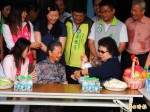陳菊訪百歲人瑞 諷楊秋興「不要說是老太婆」