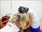 77歲翁顧94歲癱母 幸福不喊累