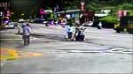 馬路聊天才被勸離 2分鐘後被撞