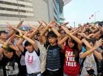 港府中國國慶升旗 學生雙手比叉示威
