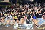 鬥陣挺香港 人潮夜湧台中市民廣場