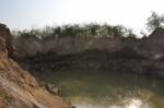 盜採砂石開挖成大坑洞 1男被逮