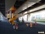 高架橋下荒地 打造公園、風雨球場
