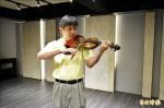 黃義勛教小提琴 11年每週飛澎湖