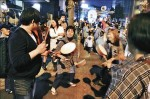 小胖日本遊學來者不拒 逛祭典打太鼓嗨翻