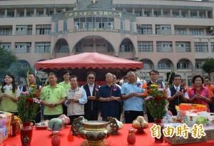胡志強主持下水道開工 學校廣發傳單惹議
