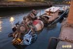 水泥車墜河壓毀船隻 船東損失近千萬