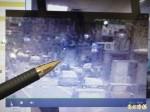 人孔蓋彈飛 監視器赫見大量氣體外洩