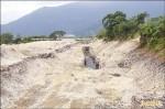 憂土堤掏空 美崙溪升級水泥堤