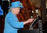 跟上潮流…英女王首度用推特發文