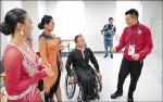 華仔看輪椅舞賽 場邊腳癢