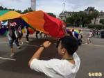 「擁抱性別 認同差異」台灣同志遊行下午開跑