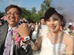 南市集團結婚 新人戴計步器走紅地毯