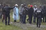 法國非法移民藏拖車 偷渡英國成英法隱憂