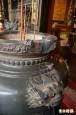 桃園關帝廟香爐 被人持紅絨柱砸壞